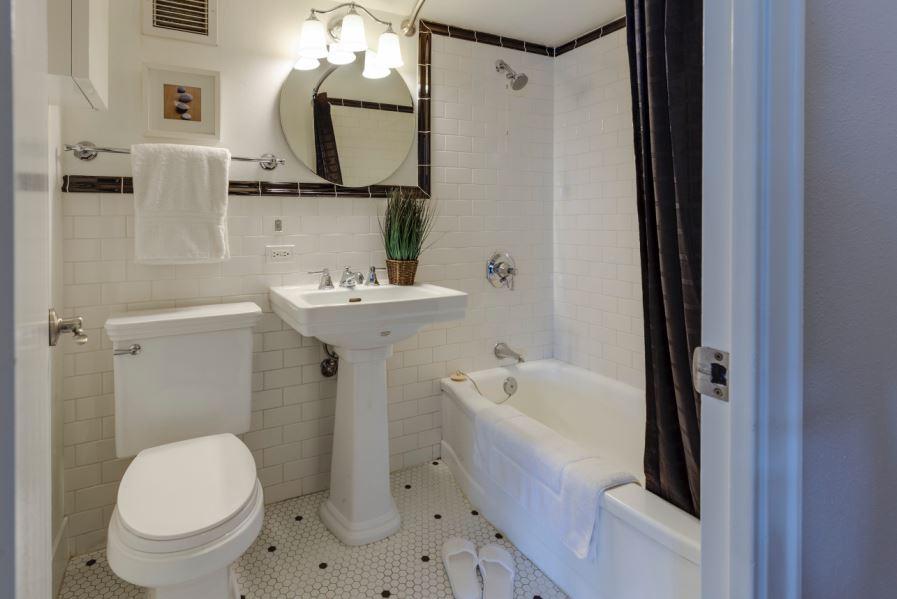 Mieux se relever des WC :  où mettre la barre d'appui ?